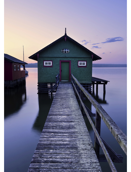 KOMAR Foto-Vliestapete »Das grüne Bootshaus«, Breite 200 cm, seidenmatt