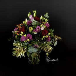Blumenstrauß mit saisonalen Blumen in pink/rot, Ø 31–35 cm